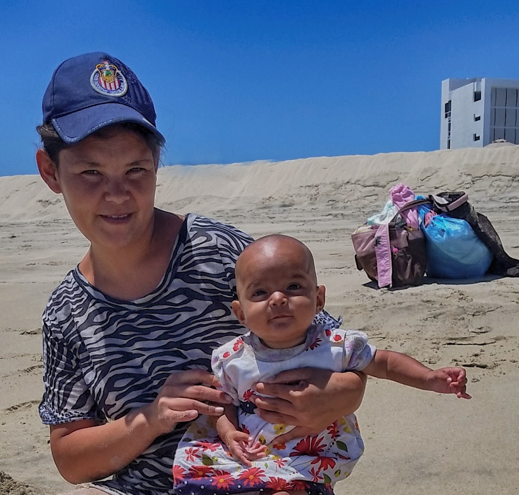 San Jose del Cabo. Mother and Daughter. Shot with a Samsung Galaxy S 5.